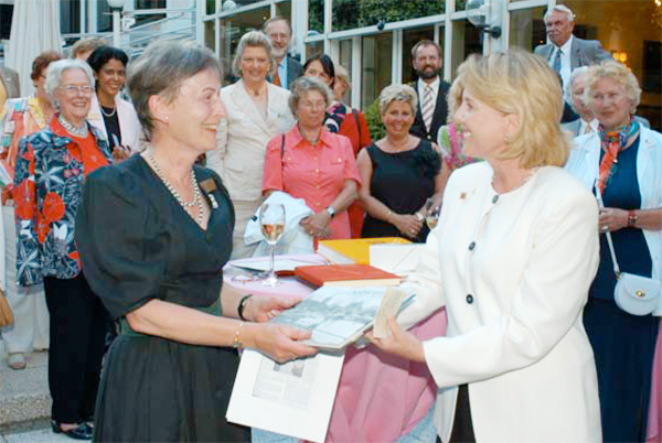 Sigrid Duden, President of the Zonta Club of Heidelberg and Donna Conant, President of the Zonta Club of Milwaukee